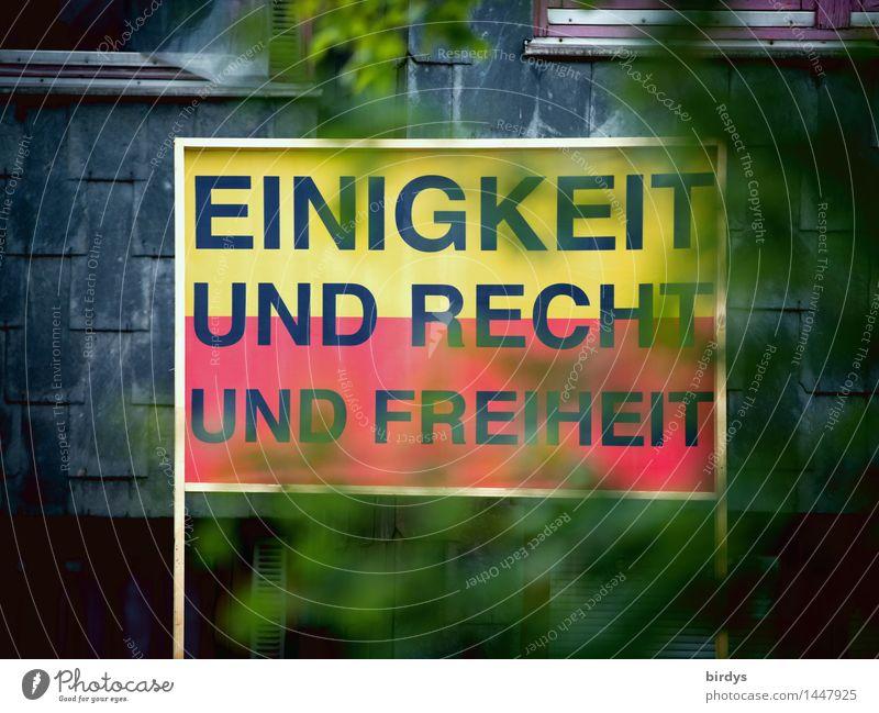 schön wärs .. Stadt Baum rot Blatt schwarz gelb außergewöhnlich Freiheit Deutschland Fassade Schilder & Markierungen Schriftzeichen Zeichen Hoffnung historisch