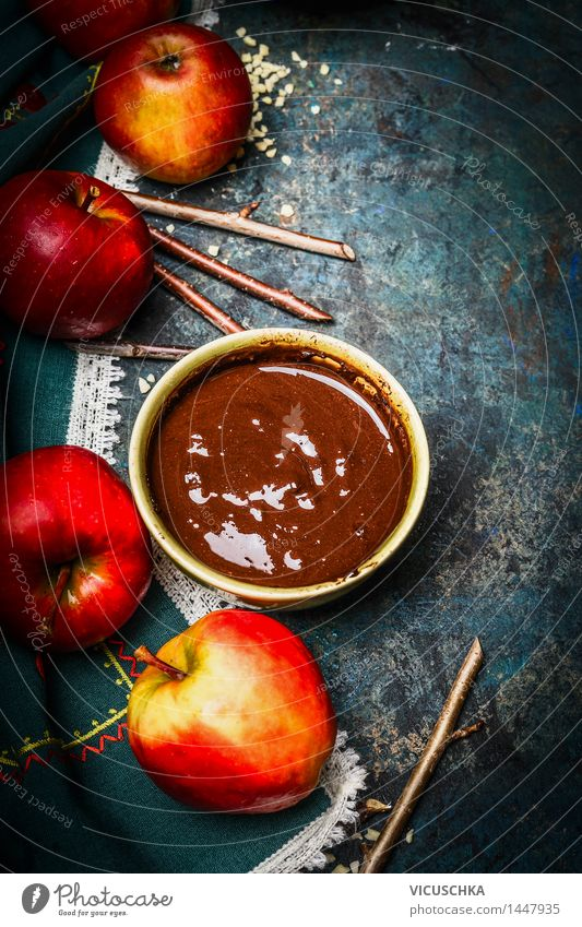 Äpfel , Stöcke und geschmolzene Schokolade Weihnachten & Advent schön Haus Freude Leben Stil Feste & Feiern Lebensmittel Party Design Ernährung süß Süßwaren