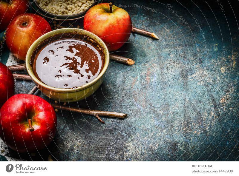 Heiße Schokolade und rote Äpfel mit Zweigen Lebensmittel Frucht Dessert Süßwaren Ernährung Festessen Bioprodukte Kakao Schalen & Schüsseln Stil Design Freude