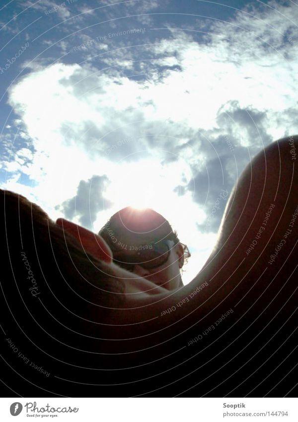 Spannung in der Luft Frau Himmel Natur Mann blau grün Sommer Sonne Wolken gelb Wiese Freiheit Stil Zusammensein frei