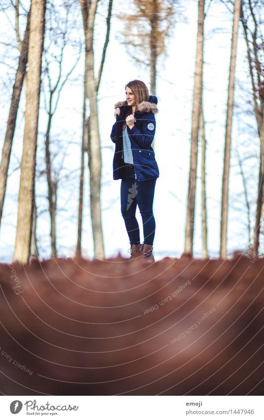 Herbst Mensch Natur Jugendliche schön Junge Frau 18-30 Jahre Wald Erwachsene Umwelt feminin Mode Bekleidung Schönes Wetter dünn