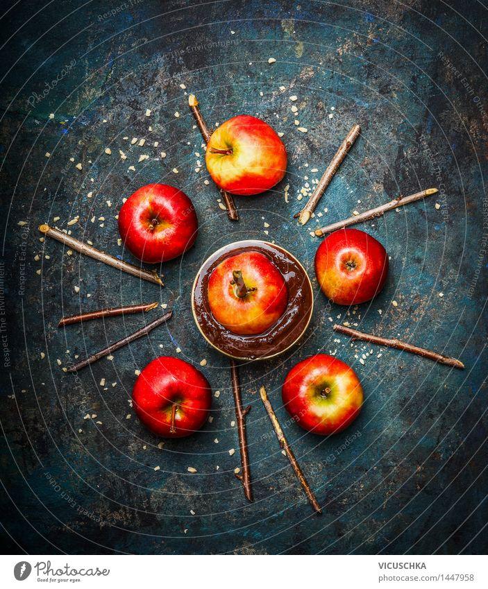 Rote Äpfel mit Schokolade und gehackten Mandeln Lebensmittel Apfel Dessert Süßwaren Ernährung Festessen Schalen & Schüsseln Stil Design Häusliches Leben Tisch