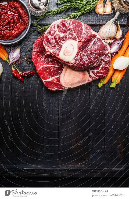 Kalbshaxe Scheiben Fleisch und Zutaten für Osso Buco Kochen Gesunde Ernährung gelb Foodfotografie Hintergrundbild Stil Lebensmittel Design Tisch