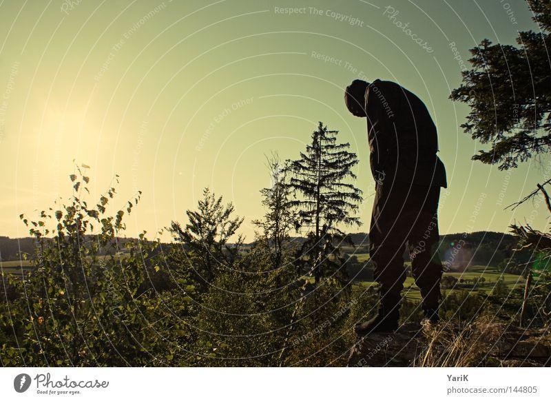 pinkelpause Himmel Mann grün Baum Sonne schwarz dunkel Stein braun orange Felsen Kraft Mund gefährlich Sträucher Pause