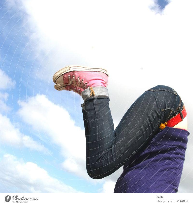 Bauch_Beine_Po Frau Himmel Freude Spielen Beine Fuß Beine Gesäß Hinterteil sportlich kopflos gebeugt Kopfstand