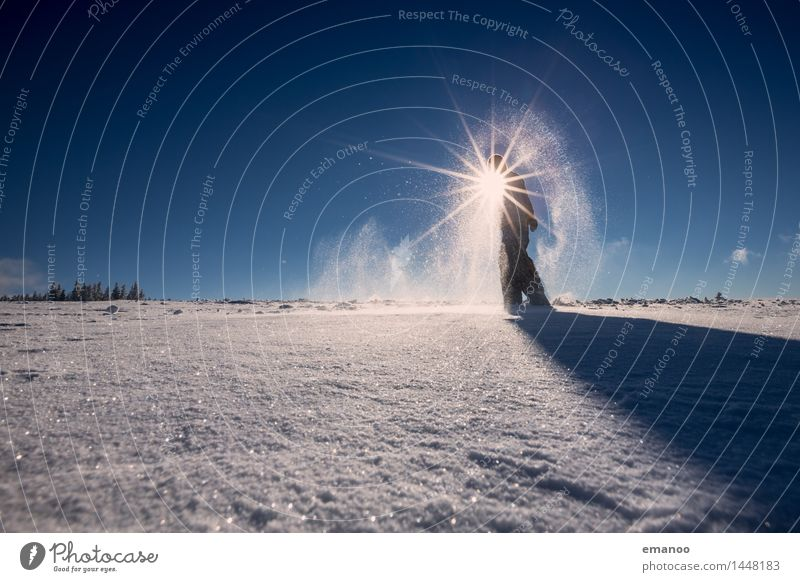 Snowman's land Mensch Himmel Ferien & Urlaub & Reisen Mann blau Landschaft Freude Ferne Winter kalt Berge u. Gebirge Erwachsene Schnee Lifestyle Freiheit