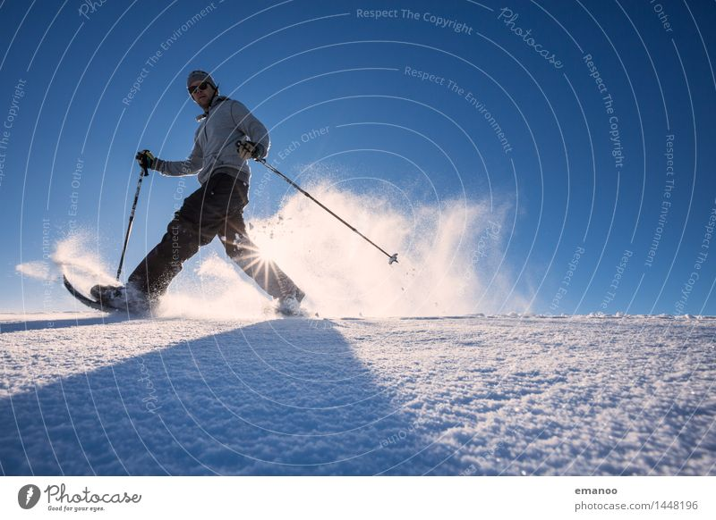 Snowshoeing Mensch Himmel Natur Ferien & Urlaub & Reisen Mann Freude Winter Berge u. Gebirge Erwachsene Leben Schnee Sport Lifestyle Freiheit Tourismus
