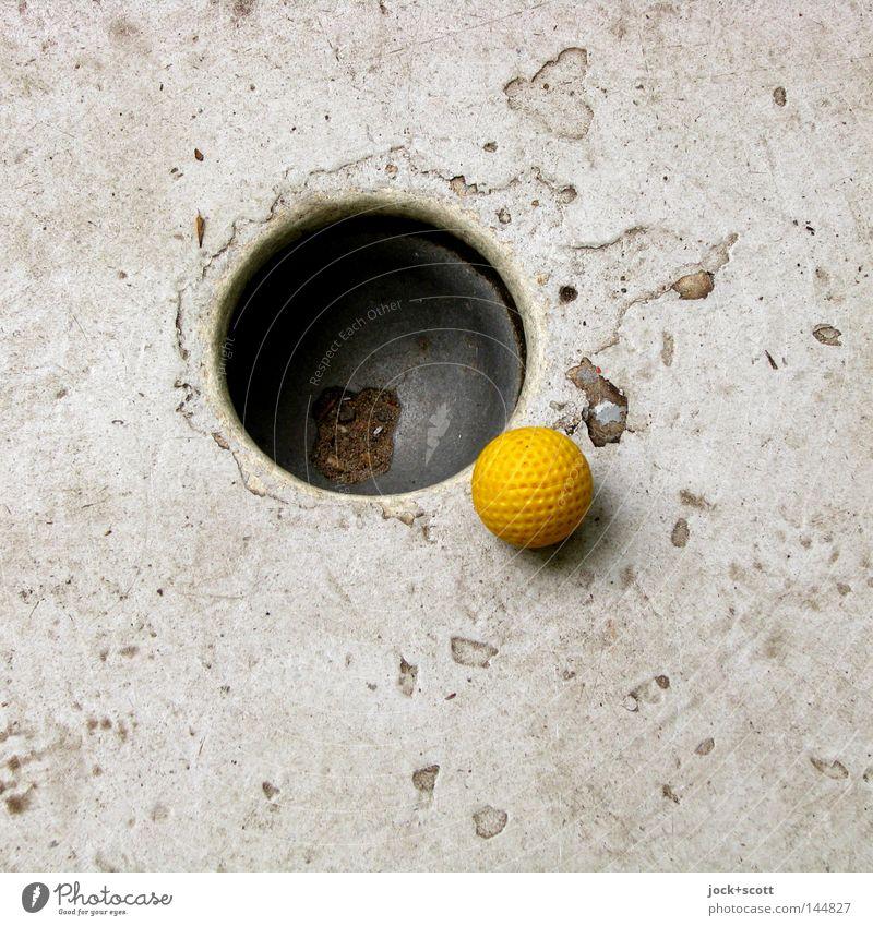 Putt alt Spielen Linie Freizeit & Hobby Beton Erfolg Kreis Ball Ziel Punkt fest Kugel Golf Loch Geometrie Aktien