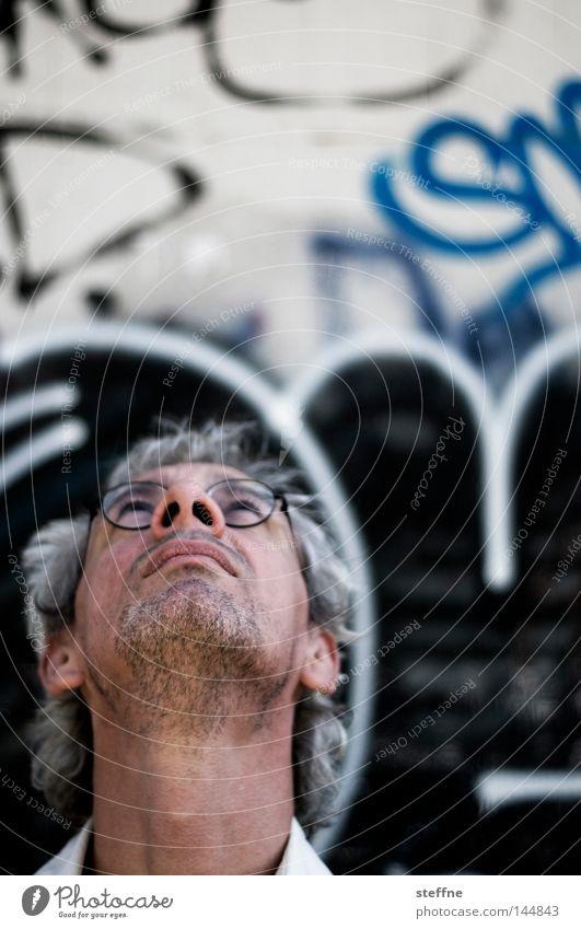 Motivsuche Mann Gesicht Wand Kopf Graffiti Suche Brille Porträt Blick Blick nach oben Dreitagebart