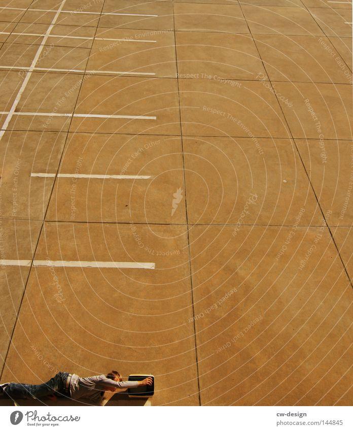 KULTURPROGRAMM pt.IV trist Beton hart kalt Körperspannung Freizeit & Hobby Linie Streifen Muster Rhythmus Ordnung Lampe Belüftung leer ruhig Mensch Mann