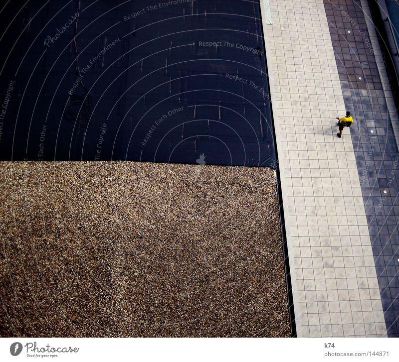 news Mann Mensch Stadt Arbeit & Erwerbstätigkeit gehen Straße Wege & Pfade Dach Geometrie graphisch Grenze Teerpappe Kieselsteine Stein hoch oben unten aufwärts