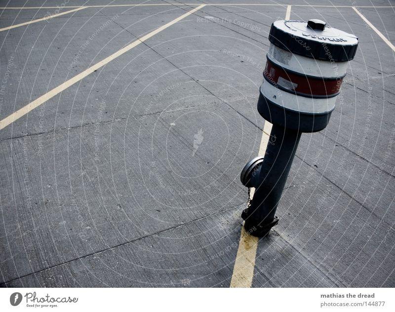 WASSERSPENDER Wege & Pfade Bodenbelag Beton Straßenbelag Belag Stein hart unbequem Linie gelb Dreieck Geometrie Schilder & Markierungen Furche Fuge Streifen