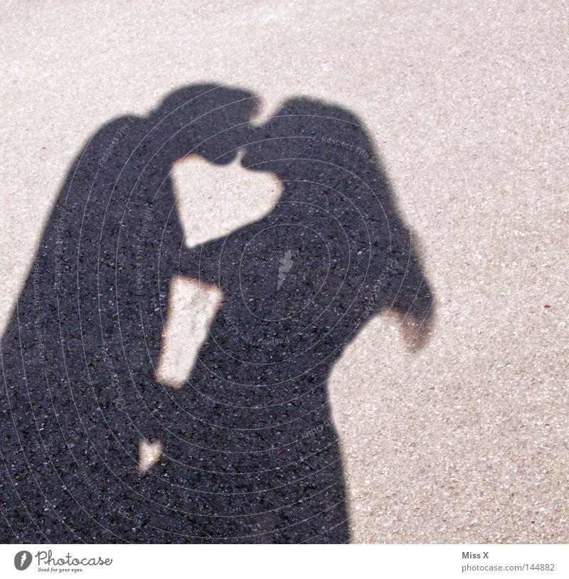 DAVON WIRD MAN SCHWANGER Freude Haare & Frisuren Mensch Junge Frau Jugendliche Junger Mann Erwachsene Paar Partner Hand 2 18-30 Jahre Straße Wege & Pfade Stein