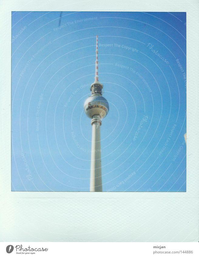 La Chamanduturm Berliner Fernsehturm Turm blau Fotografie Polaroid analog Bilderrahmen Spitze hoch aufwärts Haus Gebäude Aussicht groß Kugel Geometrie Quadrat