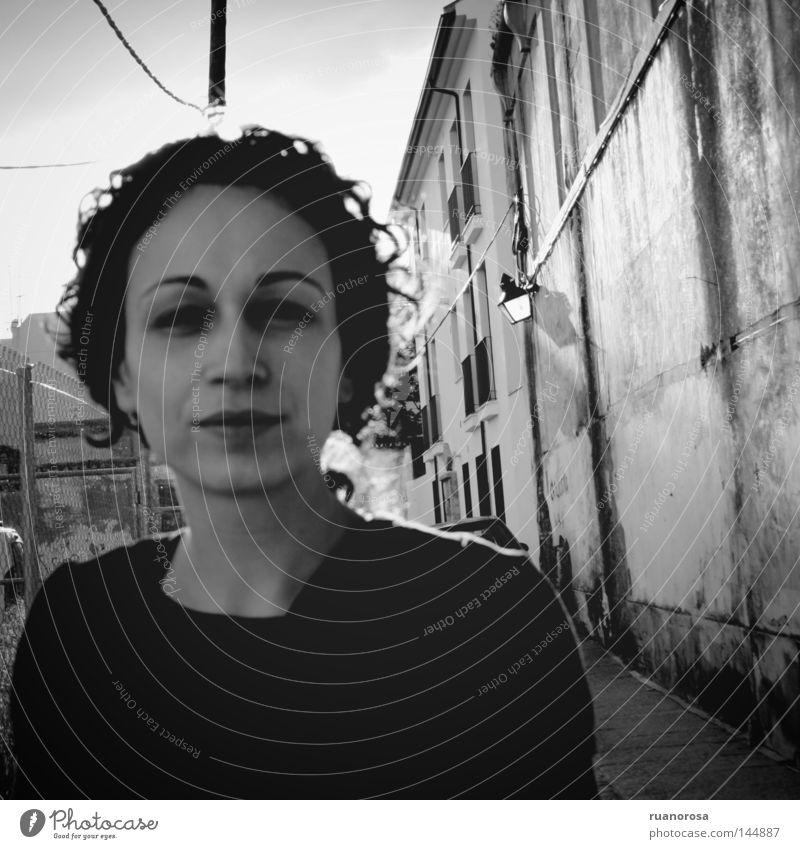 Frau Jugendliche Gesicht schwarz Straße Haare & Frisuren Mund Nase Behaarung Frieden Leidenschaft ernst Porträt