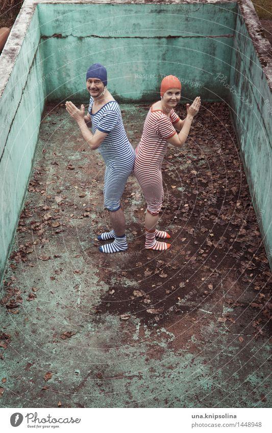 ab ins Wasser... Mensch Frau Mann blau Sommer rot Erwachsene Sport lachen Schwimmen & Baden Paar springen dreckig verrückt Fröhlichkeit Fitness