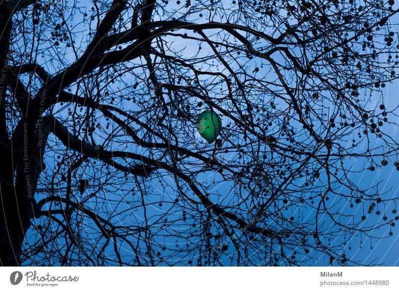 don't fly Wolken schlechtes Wetter Luftballon fliegen bedrohlich kalt Gefühle Stimmung Mitgefühl Güte Hilfsbereitschaft achtsam Wachsamkeit Hoffnung Sorge