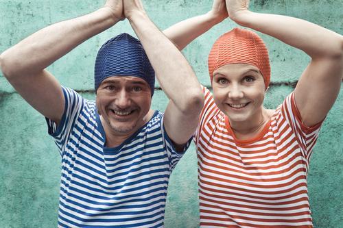 synchronschwimmer Mensch Frau Ferien & Urlaub & Reisen Mann Sommer Freude Erwachsene lustig Schwimmen & Baden Zusammensein Freundschaft springen