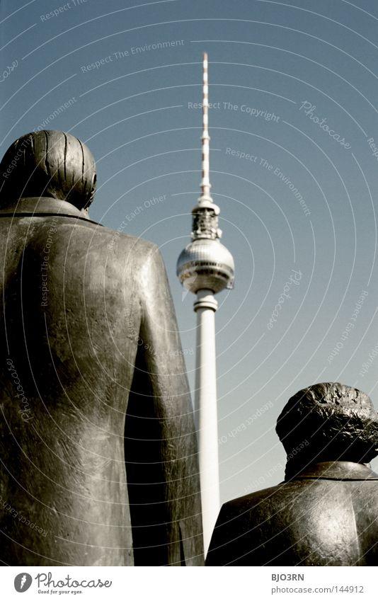 TRIO Turm Berlin Geschichtsbuch Aussehen Aussicht blau Politik & Staat Außenaufnahme Ausflug Deutschland Berliner Fernsehturm Kommunismus links Sozialismus