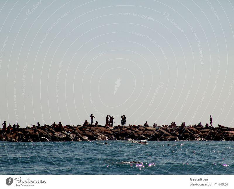 Flaniermeile II Mensch Wasser Meer Sommer Strand Erholung Wärme Sand Stein braun Wellen Schwimmen & Baden Tourismus stehen Italien Physik