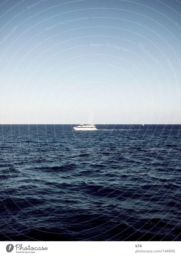 Seefahrt Wasser Himmel Meer blau Sommer Ferien & Urlaub & Reisen See Wasserfahrzeug Küste fahren Güterverkehr & Logistik Freizeit & Hobby Schifffahrt Tourist Fähre kreuzen