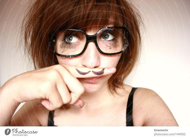 kennen wir uns? Bart rothaarig Schminke Brille Finger verlegen fremd Ironie Mensch aufgemalt große Augen Freak anonym tupierte Haare