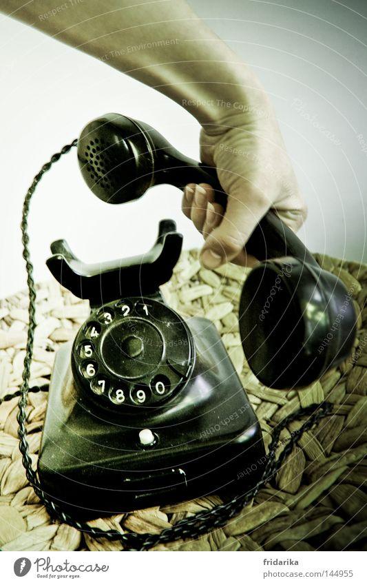 anruf III Telekommunikation sprechen Telefon Hand Kunststoff Ziffern & Zahlen alt hören Kommunizieren liegen Telefongespräch schwarz weiß Mobilität Telefonhörer