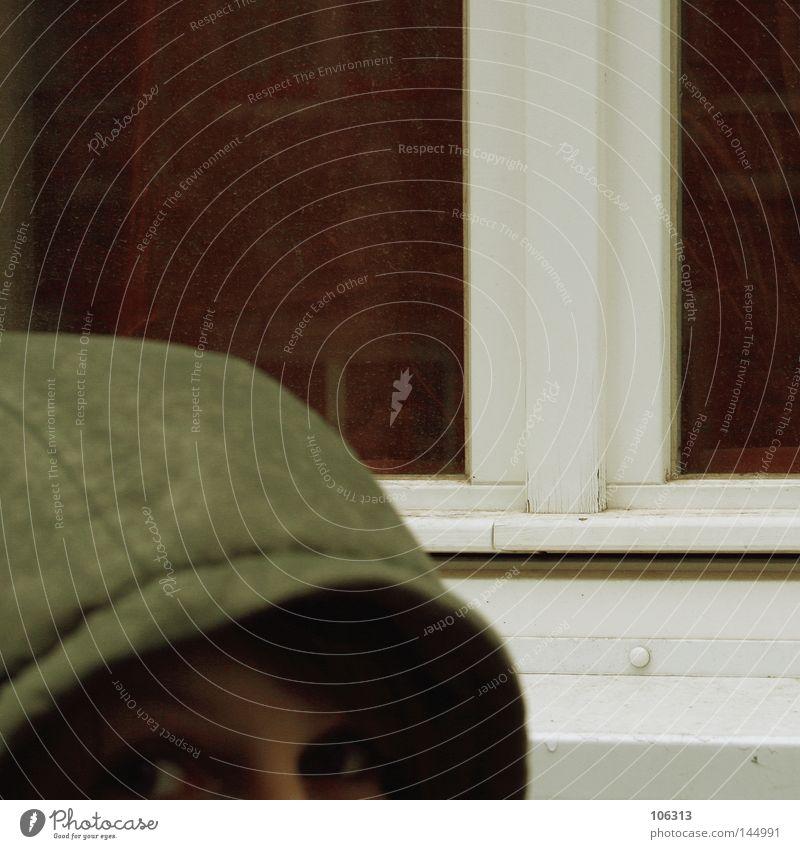 half hidden Kapuze Frau anonym Fenster Momentaufnahme Sehnsucht Suche geheimnisvoll Erwartung erfassen ruhig Silhouette Hälfte Vordergrund Hintergrundbild trüb