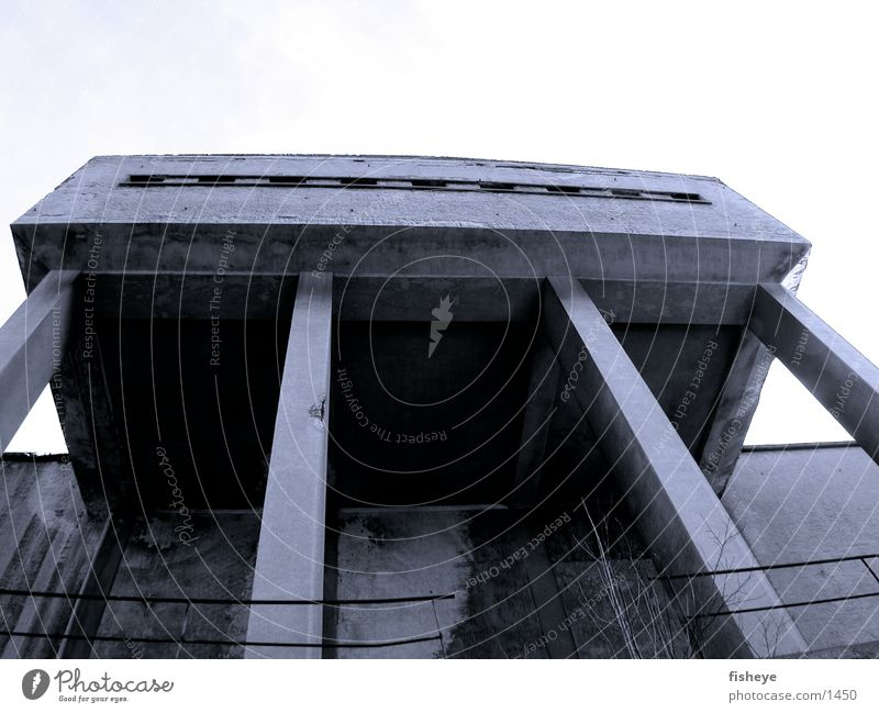 Sachsenbad/2 Architektur Beton Verfall Säule Bauhaus