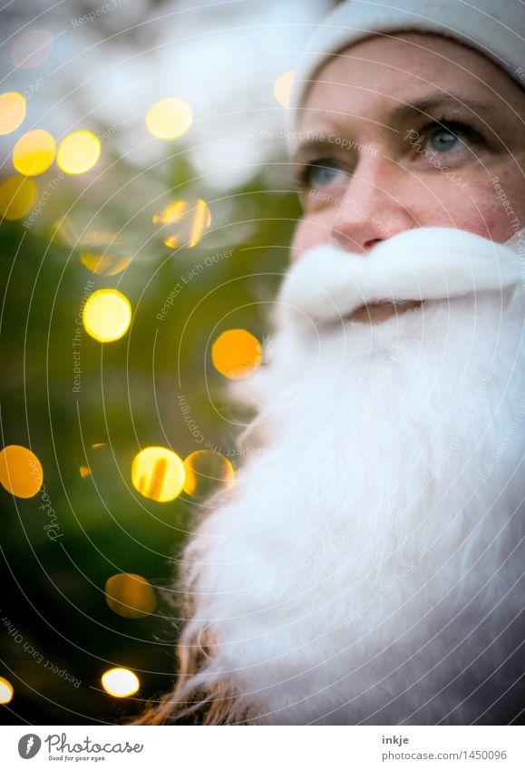 Nikolaus Weihnachten & Advent Weihnachtsmann Gesicht Bart 1 Mensch Vollbart Unschärfe Lichtpunkt Lächeln Blick Freundlichkeit Gefühle Stimmung Vorfreude