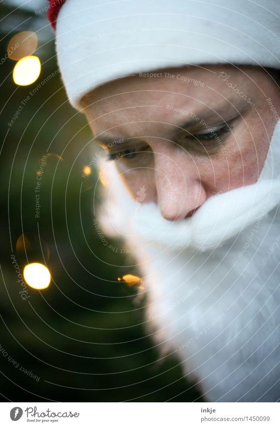Nikolaus 2 Lifestyle Freizeit & Hobby Weihnachten & Advent Weihnachtsmann Gesicht Bart 1 Mensch Mütze Vollbart Unschärfe Lichtpunkt hören Blick besinnlich