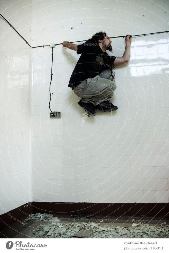 VERTICAL LIMIT steigen Klettern Erstbesteigung Fußtritt Beine stehen Reinigen festhalten Eisenrohr Rastalocken Waschzuber Keramik Fliesen u. Kacheln Waschhaus