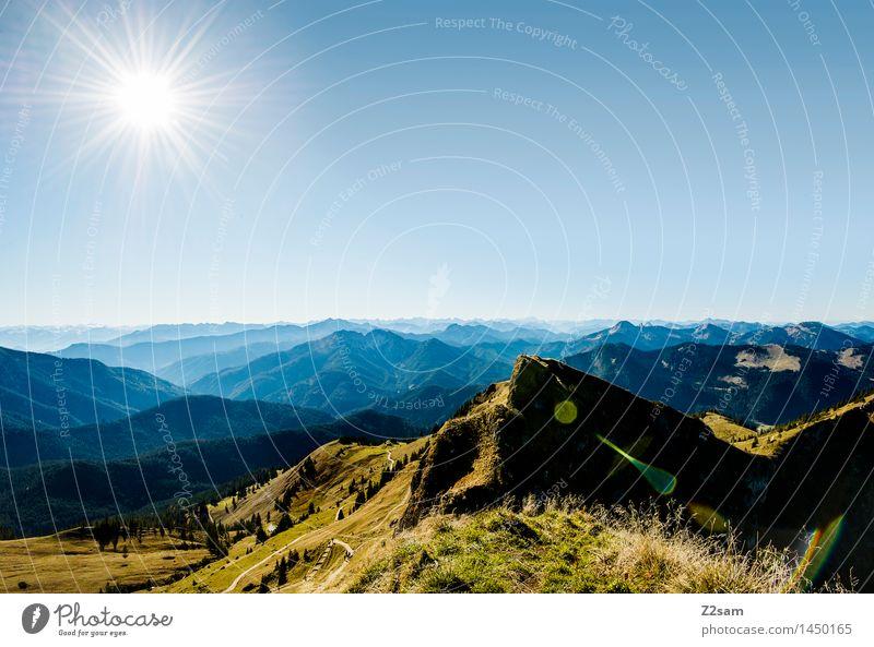 Richtung Österreich Natur blau grün Sonne Erholung Landschaft Einsamkeit Ferne Berge u. Gebirge Herbst Wiese natürlich Freizeit & Hobby wandern Idylle