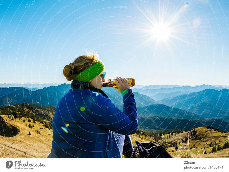Gipfehoibe Himmel Natur Ferien & Urlaub & Reisen Jugendliche Junge Frau Sonne Erholung Landschaft Berge u. Gebirge Erwachsene Herbst feminin Glück Zufriedenheit Freizeit & Hobby wandern