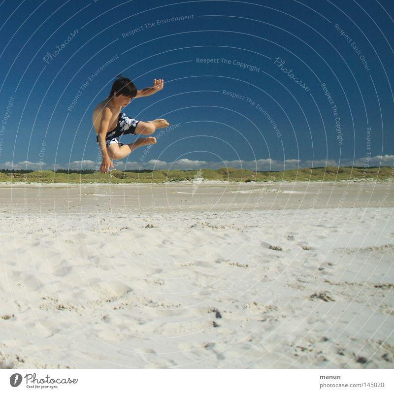 having fun Kind Himmel Mann Jugendliche blau grün weiß Ferien & Urlaub & Reisen Sommer Meer Strand Freude Wolken Ferne gelb Erholung