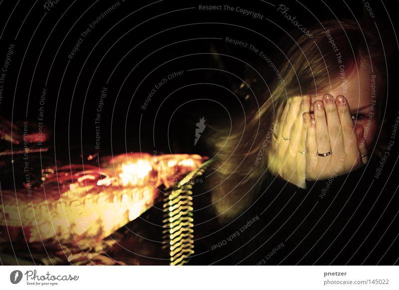 Pützchens Markt Frau Freude Farbe Haare & Frisuren Stimmung blond Jahrmarkt 18-30 Jahre langhaarig Nachtaufnahme Jungfrau Frauenhand
