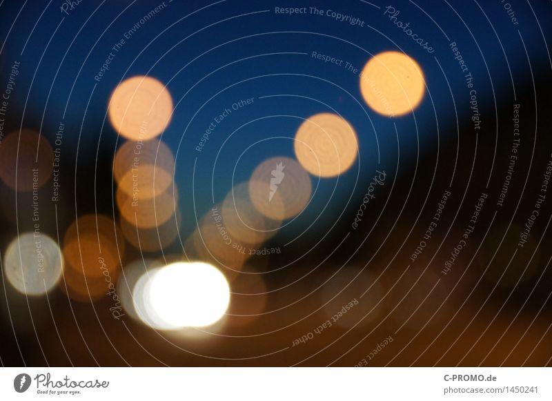 Urban Night Lights Stadt Menschenleer Straßenverkehr blau braun Lichtpunkt Laternenpfahl Straßenbeleuchtung Scheinwerfer Hintergrundbild Farbfoto mehrfarbig