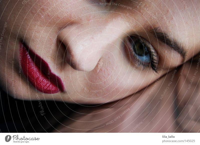 klassisch… Gesicht Gesichtsausdruck Mund Lippen Lippenstift Schminke Augenbraue Augenfarbe Nase Wange Metallfolie Reflexion & Spiegelung Frau Kussmund schön