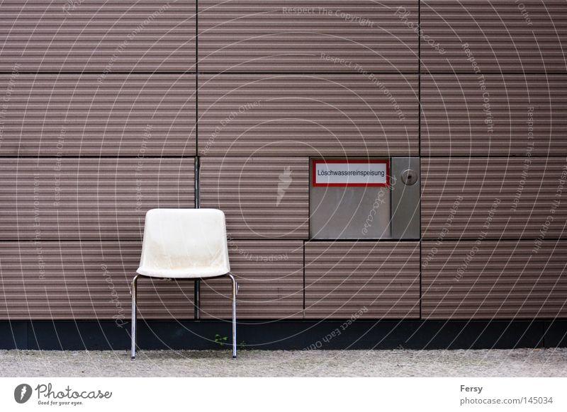 dein platz Stuhl abstrakt Wand Feuerlöscher Hinweisschild street Mauer