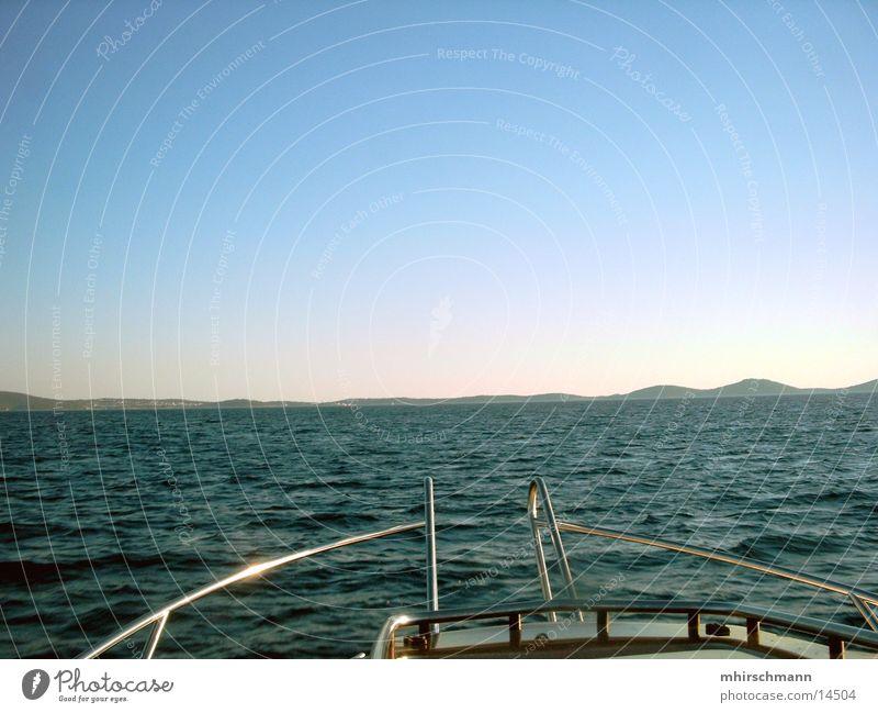 bootsfahrt Wasserfahrzeug Gischt Wellen Ferien & Urlaub & Reisen Meer Kroatien Reling Schiffsbug Schifffahrt Himmel Erholung Adria Insel blau