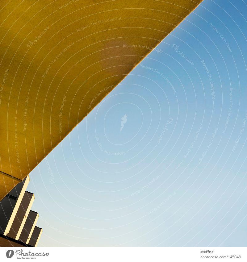 / Linie Strukturen & Formen abstrakt gelb blau aufsteigen Optimismus Dreieck Quadrat Geometrie graphisch Detailaufnahme modern Farbe Farbfläche
