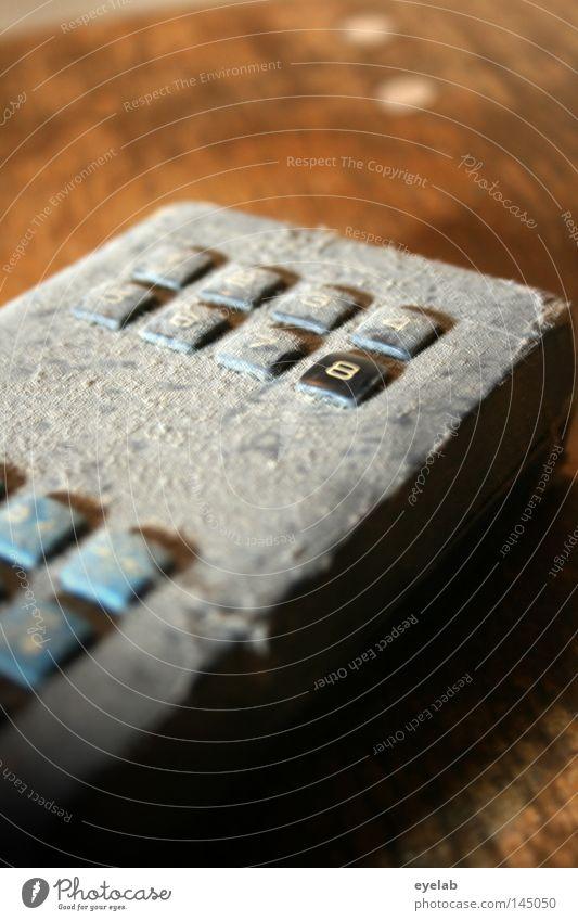 Verliebt in Kanal 8 alt blau Freude Einsamkeit schwarz grau 2 dreckig 3 Tisch retro Technik & Technologie Ziffern & Zahlen Fernseher 4 Fernsehen