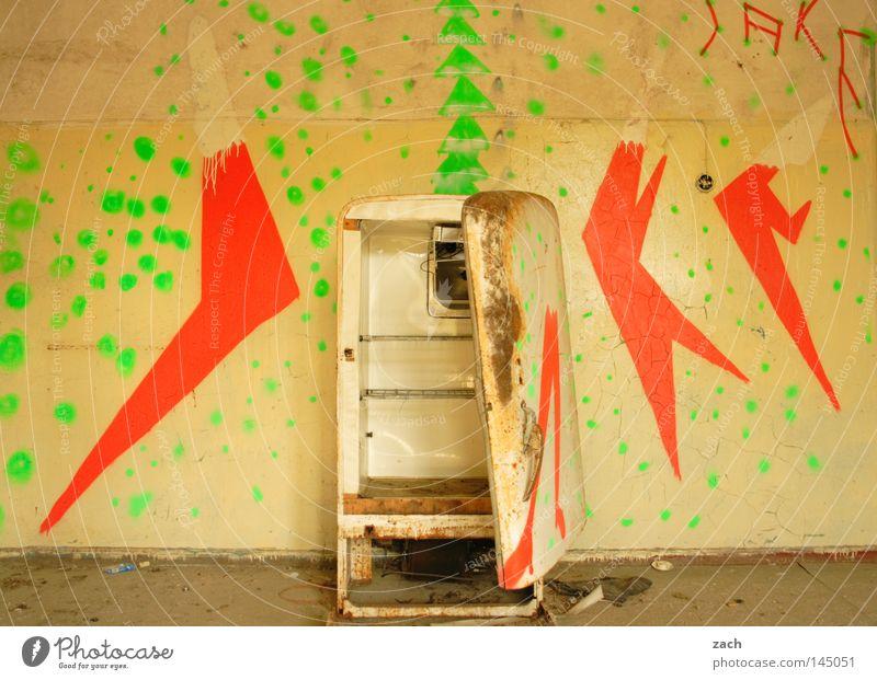Schatz, Bier is alle! alt Graffiti leer Technik & Technologie verfaulen Zeichen verfallen Rost Symbole & Metaphern Ruine antik kühlen gebraucht Kühlschrank