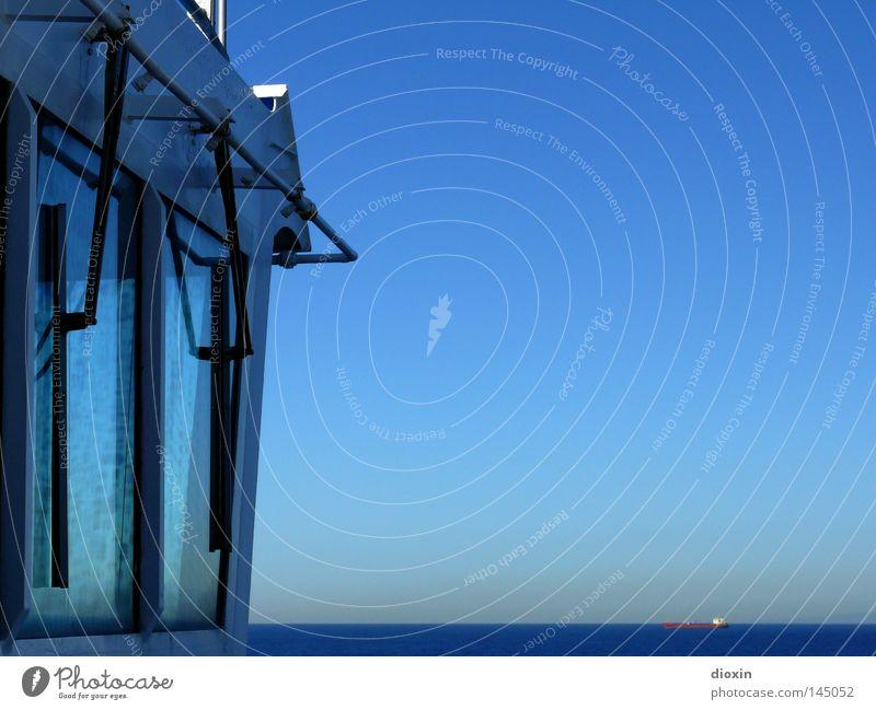 Schiff ahoi! Wasser Himmel Meer blau Fenster See Wasserfahrzeug Horizont Güterverkehr & Logistik Schifffahrt Schönes Wetter Fensterscheibe Container Fähre Flut