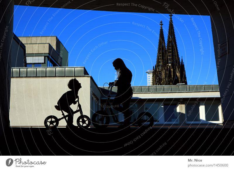 schättroom Mensch Stadt Mädchen schwarz Wege & Pfade feminin Junge Gebäude Spielen Freundschaft maskulin Freizeit & Hobby Fahrrad Kindheit Kommunizieren