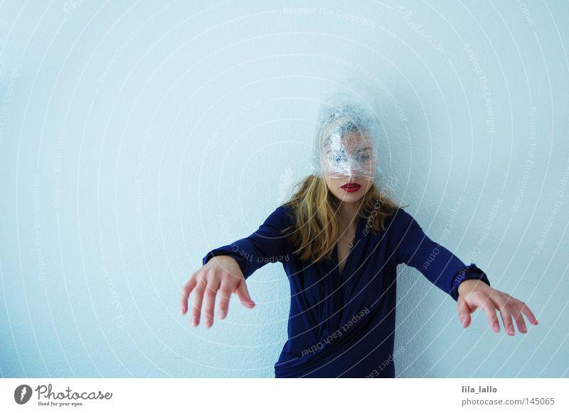 Psychodelic I Schlafwandler träumen schlafen Seele gruselig Horrorfilm Therapeut Rauschmittel ungesetzlich Drogensucht Einsamkeit Frau Alkoholisiert LSD Spritze