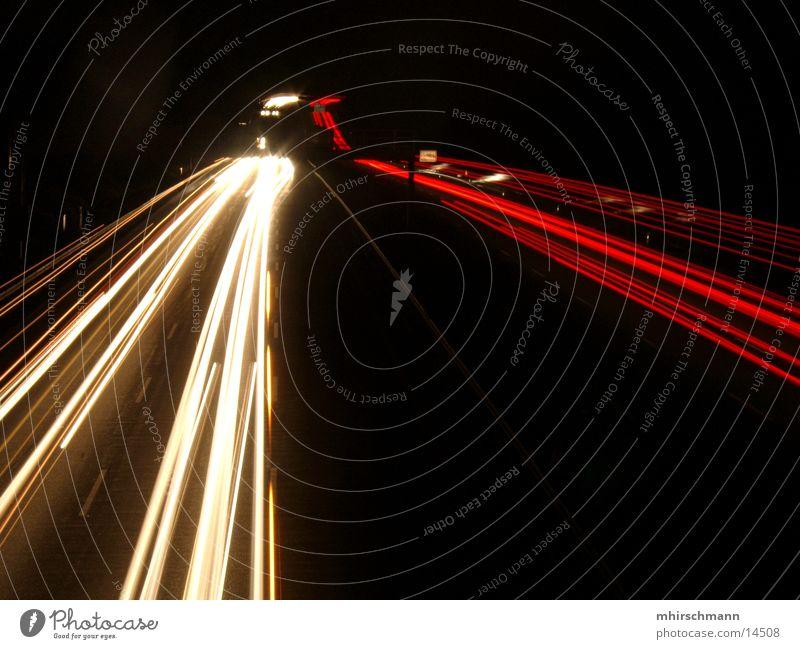 A9 Autobahn Schnellstraße Rücklicht rot weiß schwarz Langzeitbelichtung Licht Reflexion & Spiegelung autobahnbrücke Scheinwerfer