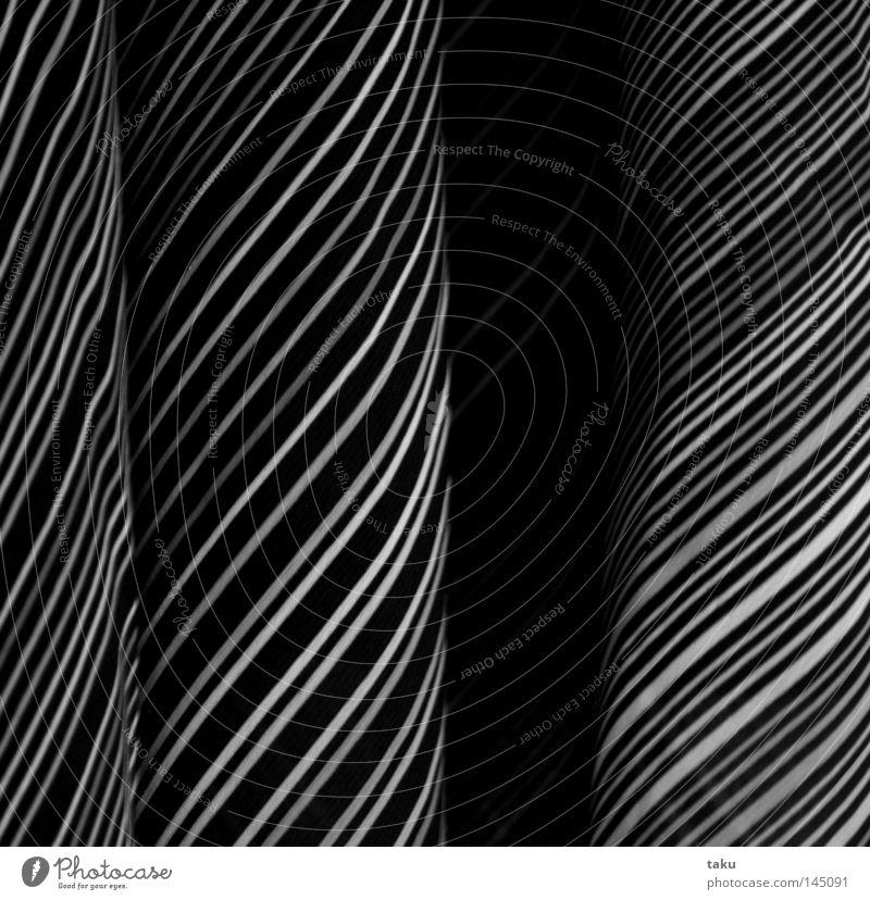 DRESS weiß schwarz Linie Bekleidung Kleid Streifen Falte diagonal hängen gestreift Kleiderbügel