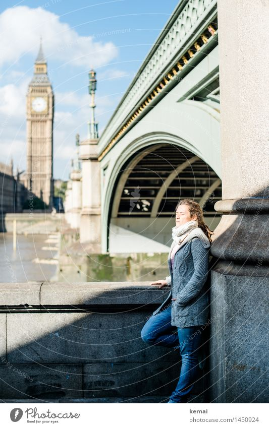 Catching some rays Lifestyle Stil Ferien & Urlaub & Reisen Ausflug Sightseeing Städtereise Mensch feminin Frau Erwachsene Leben 1 30-45 Jahre London