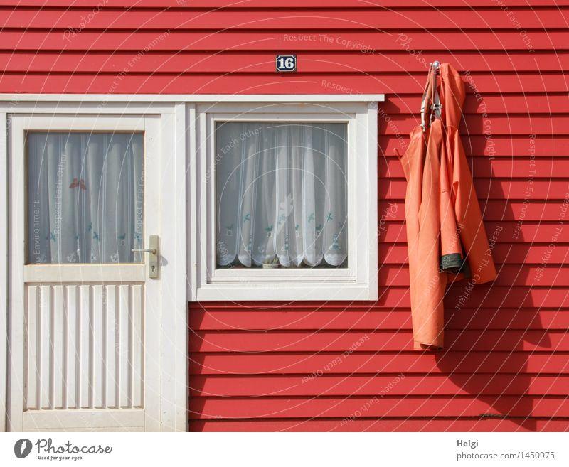 geometrisch | mit Anhang... weiß rot ruhig Haus Fenster Wand Architektur Gebäude Mauer Holz grau außergewöhnlich Zufriedenheit Tür Ordnung authentisch